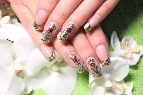 Жидкие камни на ногтях