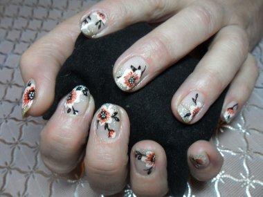 Маникюр гель-лак цветочки на коротких ногтях