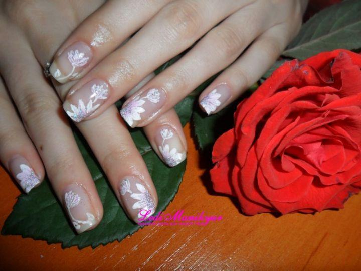 Маникюр «Нежные цветы»