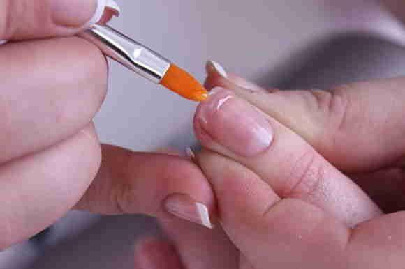 Почему ломаются гелевые ногти